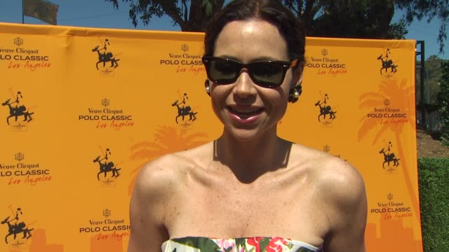 stockvideo's en b-roll-footage met minnie driver on why she wanted to be a part of the afternoon and if she's been to a polo match before her favorite memory of watching polo what it... - minnie driver
