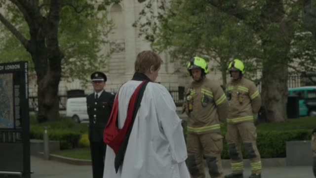 a minute silence held for fire fighters who have lost their lives during covid19 pandemic wreaths were laid at the national firefighters' memorial at... - midday stock videos & royalty-free footage