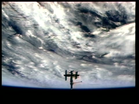 wa mir space station silhouetted against earth, nasa - mir space station stock-videos und b-roll-filmmaterial