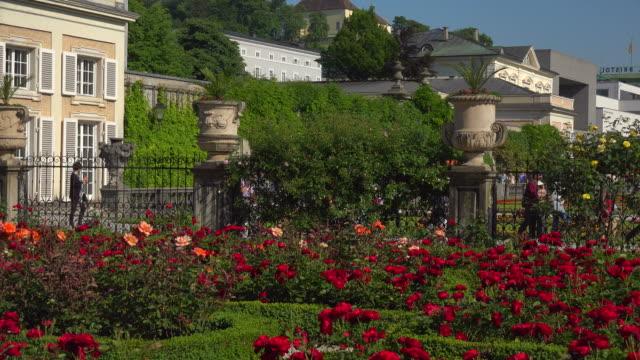 mirabell gardens against salzburg cathedral and fortress hohensalzburg, salzburg, austria - österreichische kultur stock-videos und b-roll-filmmaterial