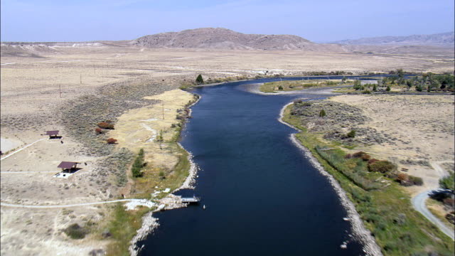 miracle mile on north platte river  - aerial view - wyoming, carbon county, united states - mile stock videos & royalty-free footage