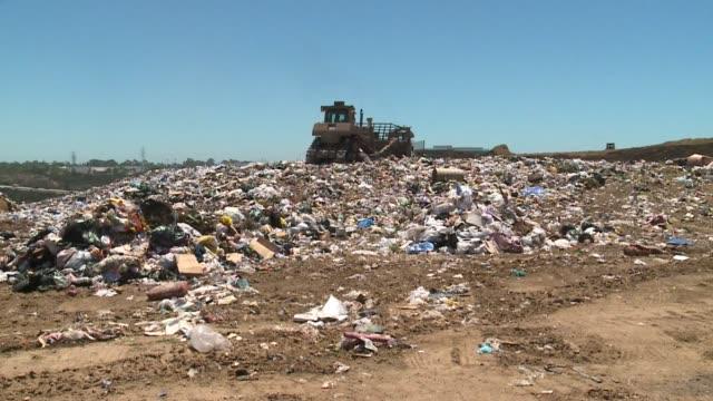 miramar landfill in san diego - 埋め立てごみ処理地点の映像素材/bロール