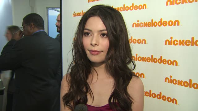miranda cosgrove on receiving an award, on the importance of the event, on getting slimed, and on who she wants to see at the show at the... - nickelodeon stock videos & royalty-free footage