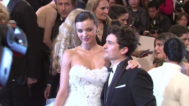 miranda kerr and orlando bloom at the 'alexander mcqueen savage beauty' costume institute gala at the metropolitan museum of art at new york ny - orlando bloom stock videos & royalty-free footage