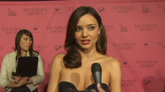 vídeos de stock, filmes e b-roll de miranda kerr on what tonight's event is all about on what makes her feel sexy and on what she finds sexy in others at the 5th annual 'what is sexy'... - miranda kerr