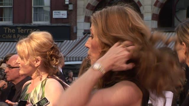 miranda richardson and geraldine james at the made in dagenham world premiere at london england. - ミランダ リチャードソン点の映像素材/bロール