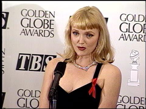 miranda richardson at the 1993 golden globe awards at the beverly hilton in beverly hills, california on january 23, 1993. - ミランダ リチャードソン点の映像素材/bロール