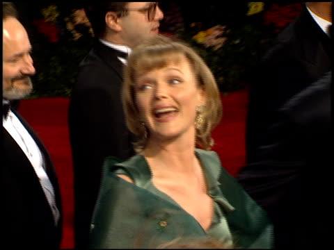 miranda richardson at the 1995 academy awards arrivals at the shrine auditorium in los angeles, california on march 27, 1995. - ミランダ リチャードソン点の映像素材/bロール
