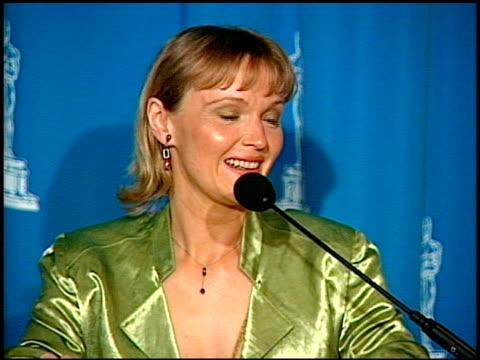 miranda richardson at the 1995 academy awards luncheon at the beverly hilton in beverly hills, california on march 14, 1995. - ミランダ リチャードソン点の映像素材/bロール