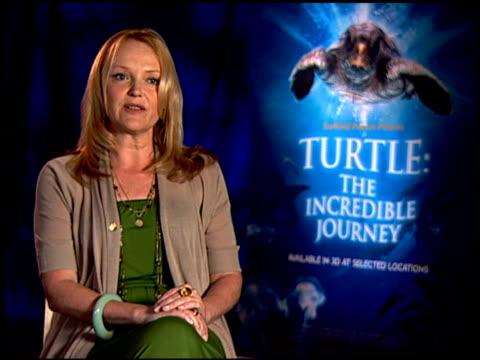 miranda richardson on the film having an environmental message. at the 'turtle: the incredible journey' junket at los angeles ca. - ミランダ リチャードソン点の映像素材/bロール