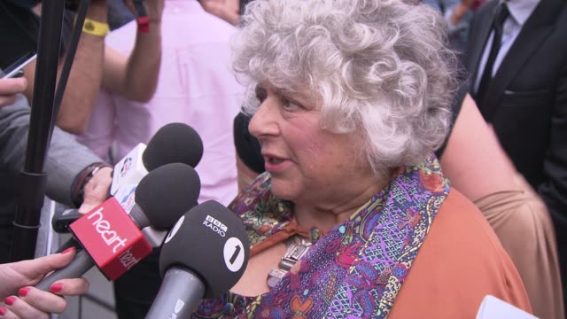 vídeos de stock e filmes b-roll de miriam margolyes at the harry potter and the deathly hallows part two world premiere at london england - miriam margolyes