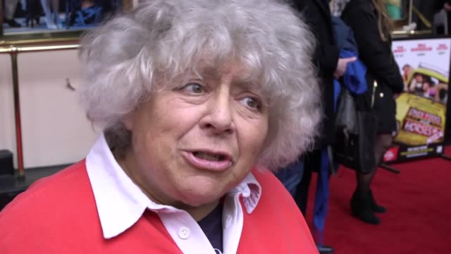 vídeos de stock e filmes b-roll de miriam margolyes criticised prime minister theresa may when she spoke at the venue of her latest project the puppet show where is peter rabbit the... - miriam margolyes