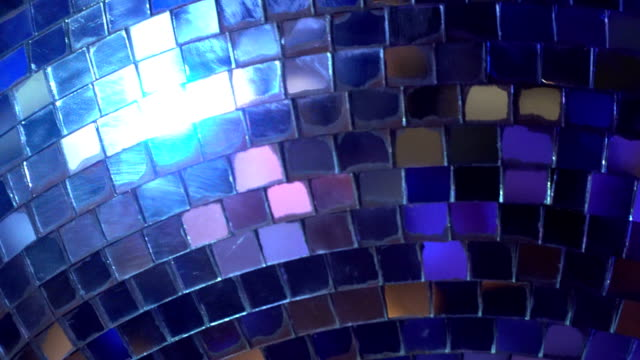 spiegelkugel - trinkglas stock-videos und b-roll-filmmaterial