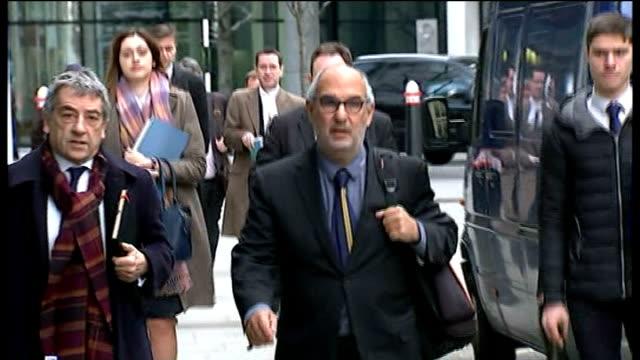 vídeos y material grabado en eventos de stock de mirror group phone hacking trial: alan yentob arrival; england: london: rolls royce building: ext alan yentob arriving at court - alan yentob