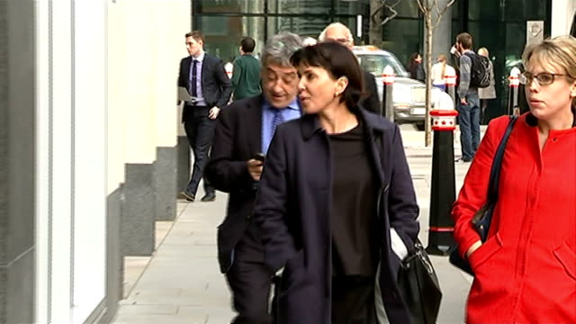 Sadie Frost gives evidence ENGLAND London Royal Courts of Justice EXT Sadie Frost alogn and into court