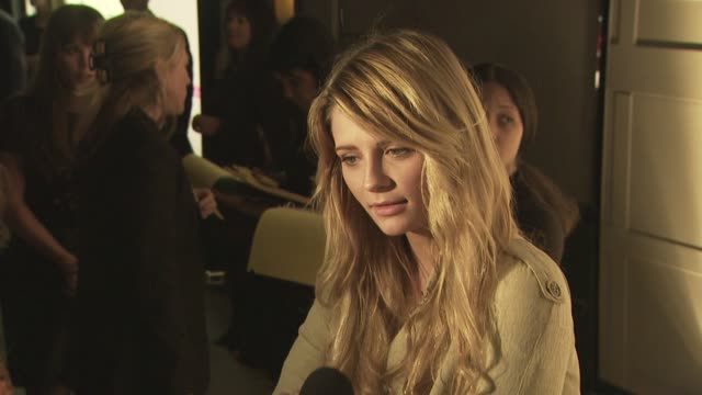 mischa barton at the burberry beverly hills store re-opening at los angeles ca. - beverly hills点の映像素材/bロール