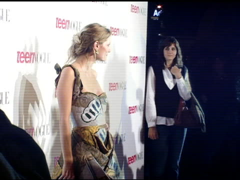mischa barton at the teen vogue young hollywood issue party arrivals at the sunset tower hotel in hollywood california on september 20 2006 - ミーシャ・バートン点の映像素材/bロール