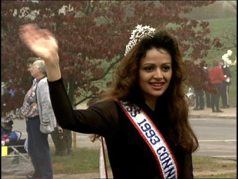 miss 1993 connecticut waving in a parade - schönheitskönigin stock-videos und b-roll-filmmaterial