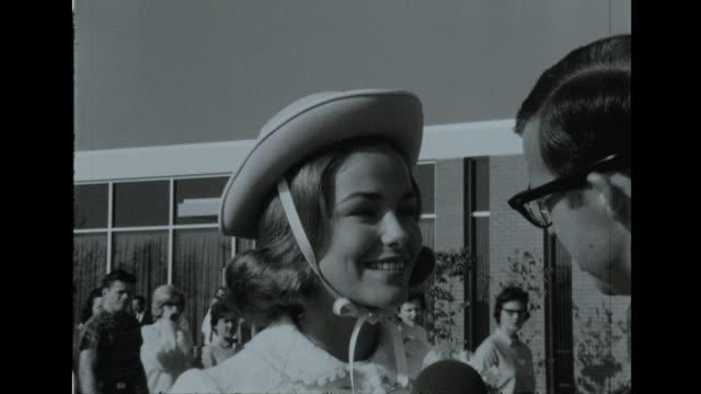 vidéos et rushes de miss america deborah bryant speaks to reporter about her pageant tour - 1966