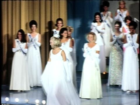 miss california 1969 susan anton at miss california beauty contest, san francisco, california, usa - ミスコン受賞者点の映像素材/bロール