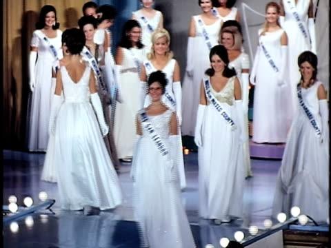 miss california beauty contest san francisco california usa - 若い女性だけ点の映像素材/bロール