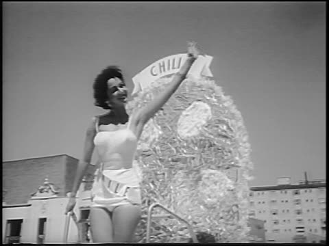 miss chili waving from float in miss universe beauty parade / long beach ca / news - spielkandidat stock-videos und b-roll-filmmaterial