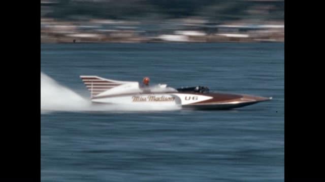 vídeos y material grabado en eventos de stock de miss madison races by at the seafair trophy race world championship on the shores of lake washington - hidroplano