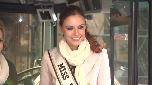 vídeos de stock, filmes e b-roll de miss usa alyssa campanella at 2012 world read aloud day celebration on 3/7/2012 in new york ny united states - rainha de beleza