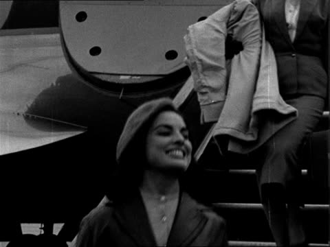 'miss world 1957' contestants arrive at london airport england london airport miss italy across tarmac waves and into car / ms air france plane taxis... - 1957 stock-videos und b-roll-filmmaterial