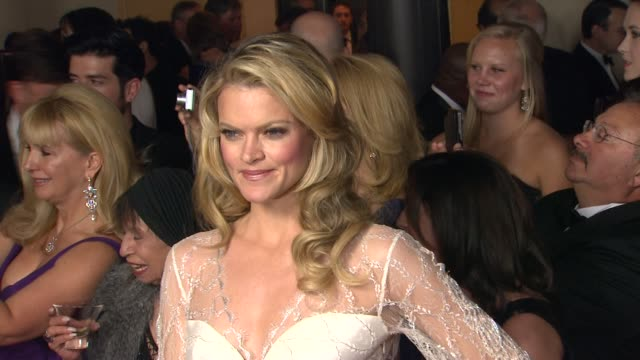 vídeos de stock, filmes e b-roll de missi pyle at 64th annual dga awards arrivals on 1/28/12 in los angeles ca - missi pyle