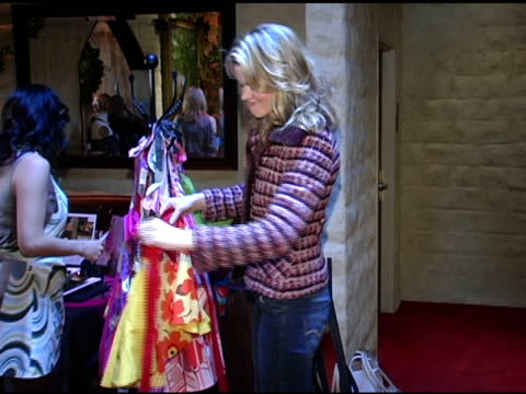 vídeos de stock, filmes e b-roll de missi pyle at kitsch'n glam at the hollywood holiday boutique at le dome in west hollywood california on december 6 2004 - missi pyle
