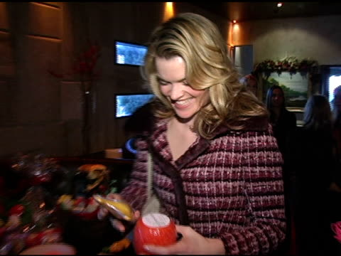vídeos de stock, filmes e b-roll de missi pyle at spongeables at the hollywood holiday boutique at le dome in west hollywood california on december 6 2004 - missi pyle