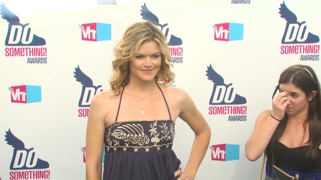 vídeos de stock, filmes e b-roll de missi pyle at the 2010 vh1 do something awards at hollywood ca - missi pyle