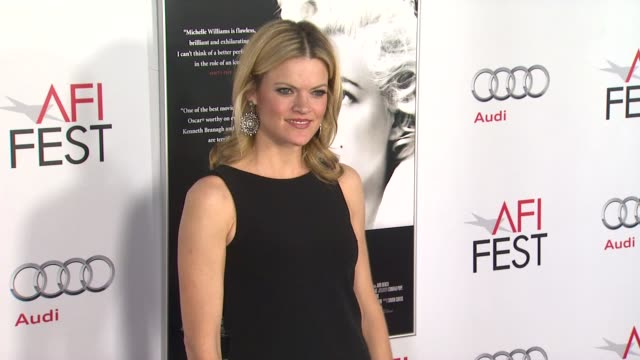 vídeos de stock, filmes e b-roll de missi pyle at the afi fest 2011 gala screening of 'my week with marilyn' at hollywood ca - missi pyle