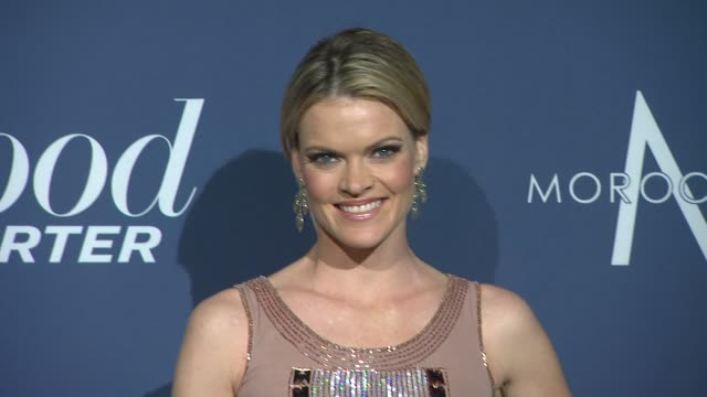 vídeos de stock, filmes e b-roll de missi pyle at the hollywood reporter nominees' night 2012 on 2/23/2012 in los angeles ca - missi pyle