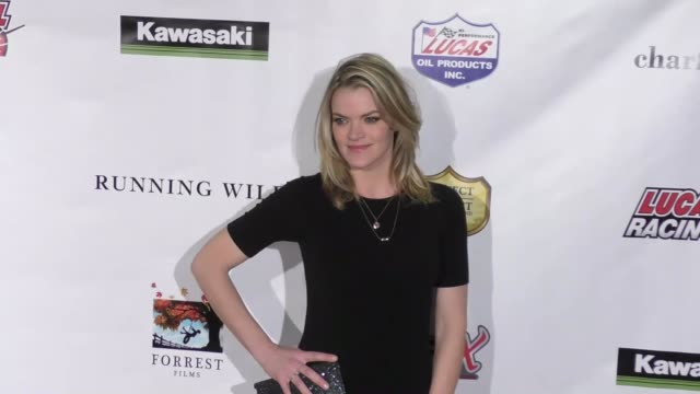vídeos de stock, filmes e b-roll de missi pyle at the running wild premiere on february 06 2017 in hollywood california - missi pyle