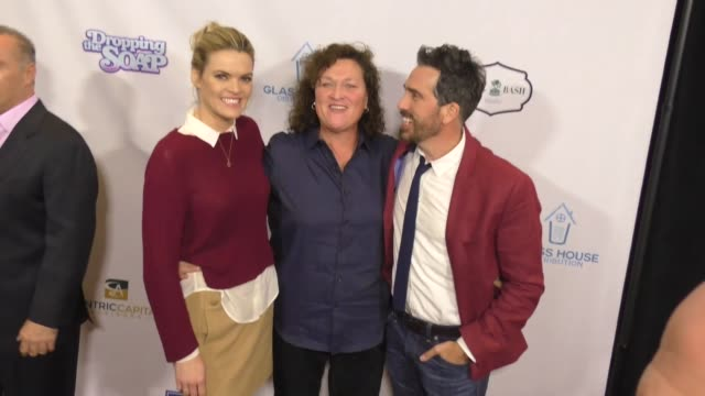 vídeos de stock, filmes e b-roll de missi pyle dotmarie jones and paul witten at the premiere of glass house distributions' 'dropping the soap' arrivals on march 07 2017 in beverly... - missi pyle