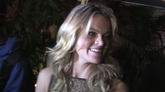 vídeos de stock, filmes e b-roll de missi pyle greets fans at chateau marmont in west hollywood 02/21/12 - missi pyle