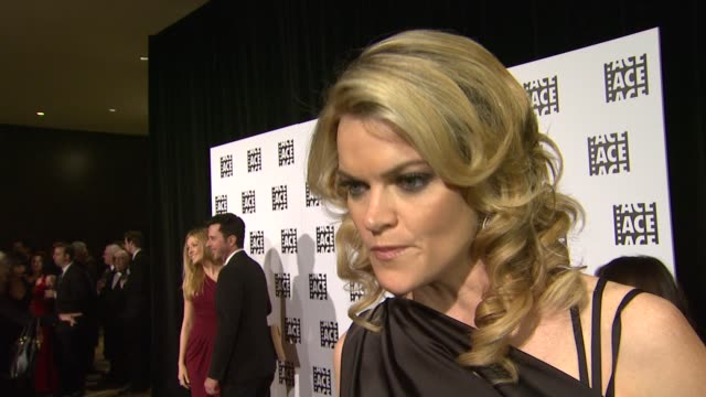 vídeos de stock, filmes e b-roll de missi pyle on being a part of the night why it's nice to have a show that shines the spotlight on editors the last time he was surprised by a final... - missi pyle