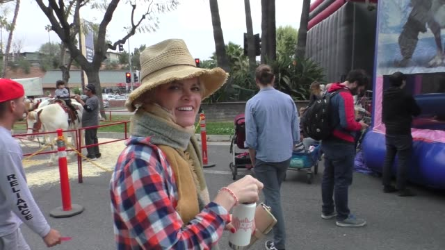 vídeos de stock, filmes e b-roll de interview missi pyle talks about the new galaxy quest tv show while shopping at the farmer's market in studio city in celebrity sightings in los... - missi pyle
