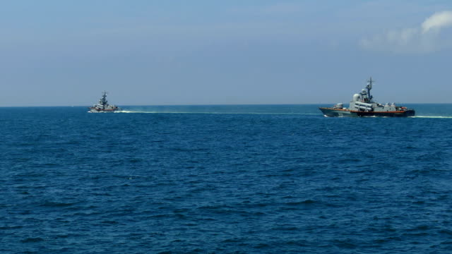 raket boten op patrouille in open zee