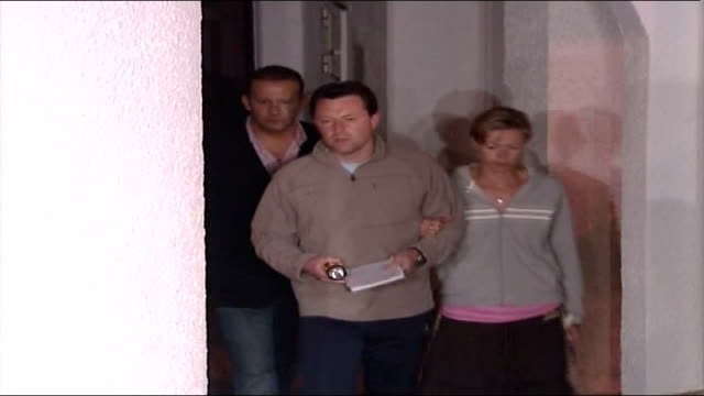 Further developments WARNING PORTUGAL Algarve Algarve Praia da Luz Gerry McCann and Kate McCann out of hotel complex building to speak to press