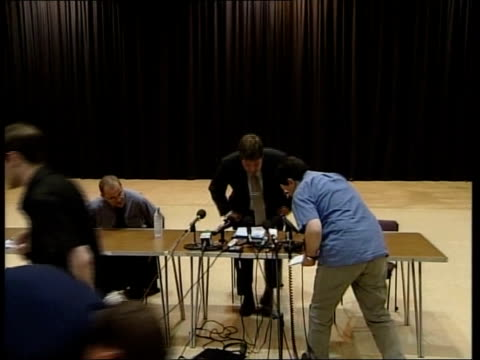 phone call deadline itn tgv detective chief inspector andy hebb taking seat at press conference detective chief inspector andy hebb renewing appeal... - conference phone stock videos & royalty-free footage