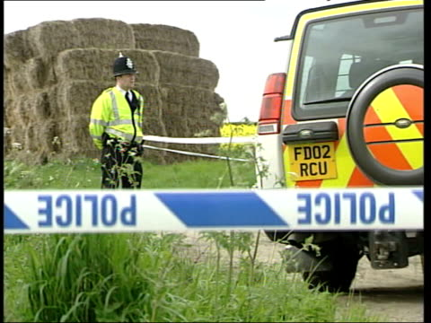 body found itn nottinghamshire misson police officer on duty beside haystack where laura torn's body was found lms police tent over body pull out - haystack stock videos & royalty-free footage