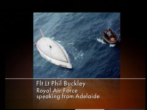 vidéos et rushes de missing yachtsman rescued; missing yachtsman rescued; itn hmas adelaide: graphic/ flt lt phil buckley crew heard tapping noises - équipe de voile