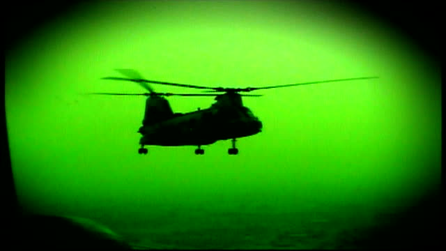 unanswered questions for mother of soldier killed in 2003; lib iraq: int helicopter green nightsight / night vision shots showing chinook helicopter... - irak stock-videos und b-roll-filmmaterial