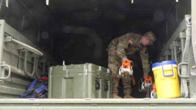 mississippi army national guard soldiers prepare and load equipment in gulfport mississippi prior to hurricane gordon making landfall - notfallplan konzepte stock-videos und b-roll-filmmaterial