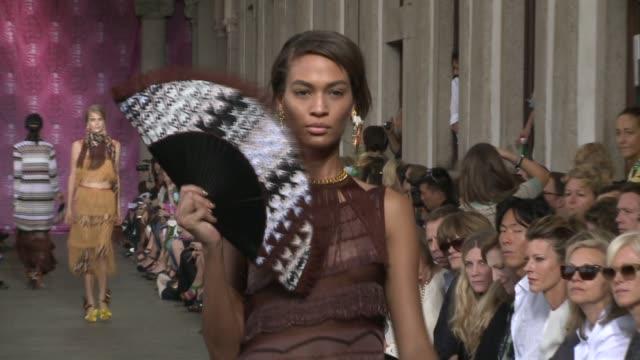 vídeos de stock, filmes e b-roll de missoni milan fashion week spring/summer 2012 - missoni