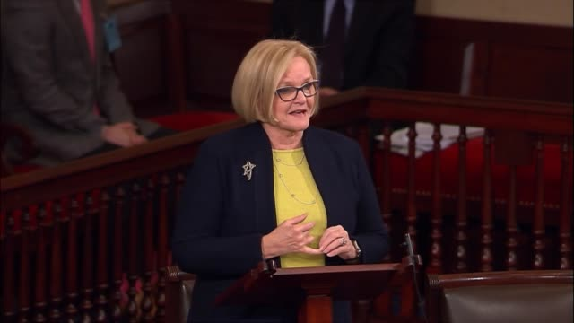 vídeos de stock e filmes b-roll de missouri senator claire mccaskill speaks on the floor in opposition to trump budget director mick mulvaney arguing that when you are director of the... - segurança social