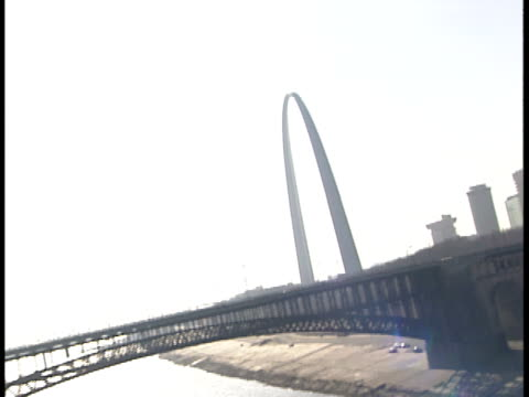 canted, side pov, usa, missouri, st. louis, driving on bridge, gateway arch in distance - st. louis missouri stock videos & royalty-free footage